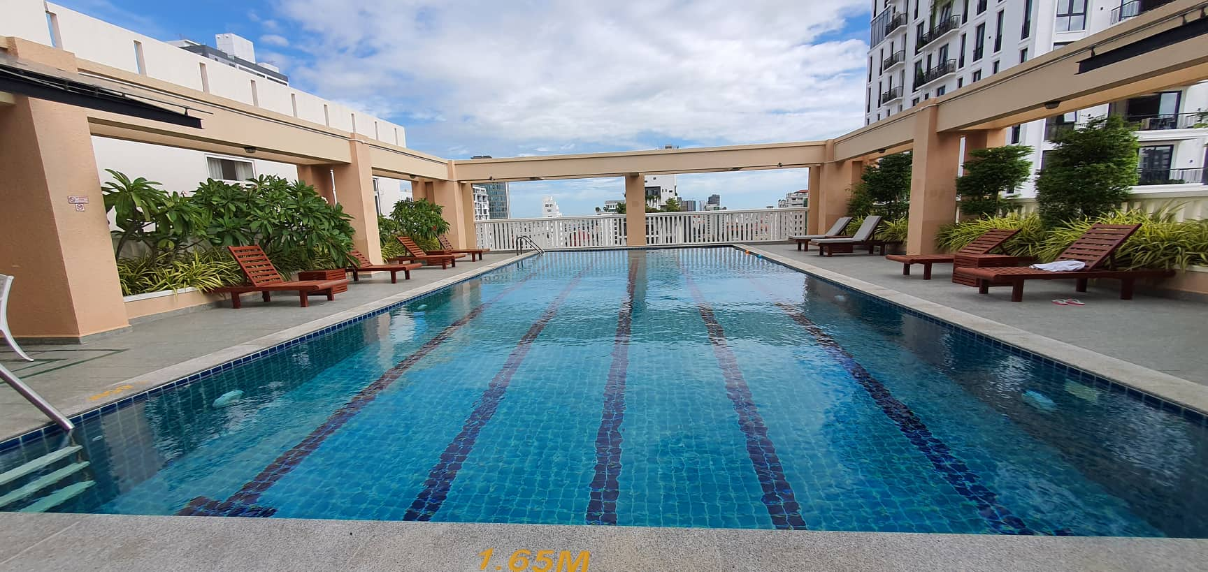 2 Bedroom – and 3 Bathrooms Swimming pool